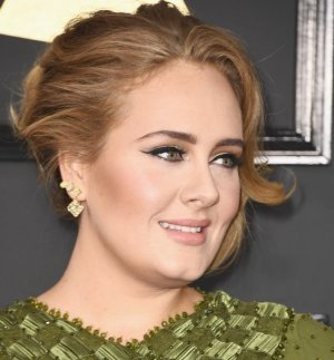 adele-hair-makeup-2017-grammys